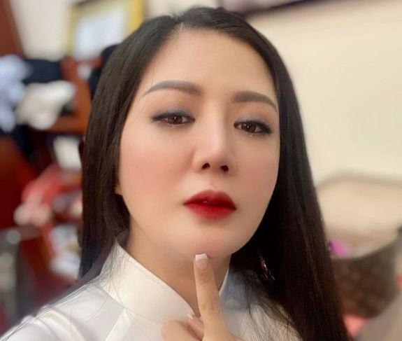 Ca sĩ Đinh Hiền Anh thừa nhận sửa mũi, làm răng sau khi bị 'soi' nhan sắc