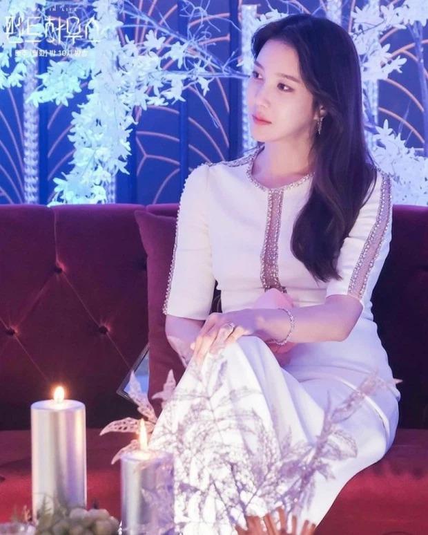 Lee Ji Ah Penthouse 2 đổi phong cách, sốc nhất đôi mắt thâm xì