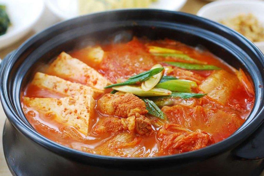 Mẹ đảm nấu canh kim chi Hàn Quốc ngon cực phẩm theo cách này, ai cũng tấm tắc khen